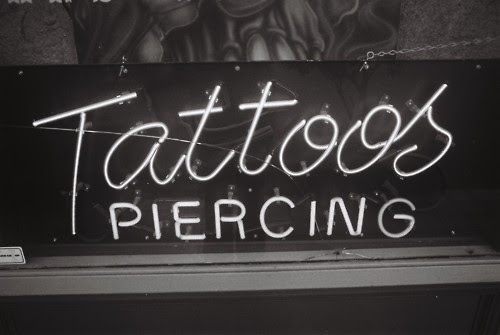 Black And White Piercings Tattoos Blanco Y Negro Tatuajes