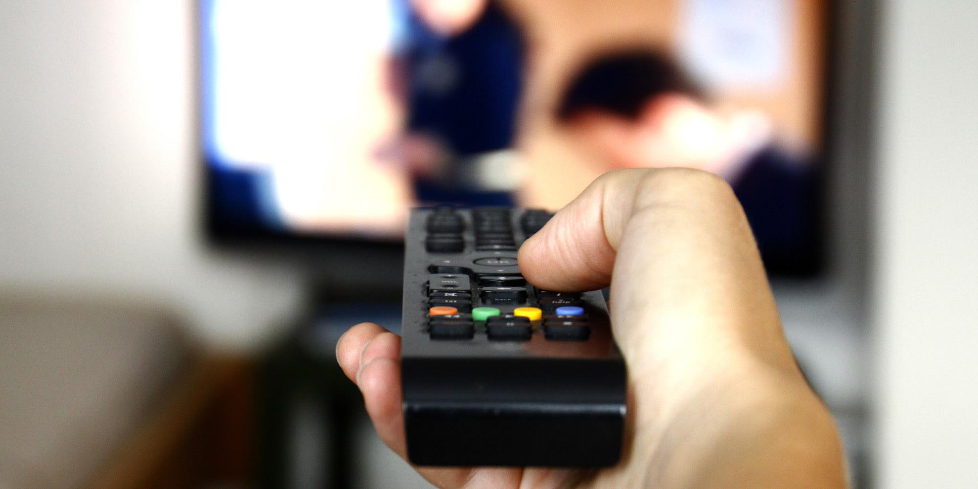http://optimisman.com/wp-content/uploads/2014/09/people-watching-tv.jpg