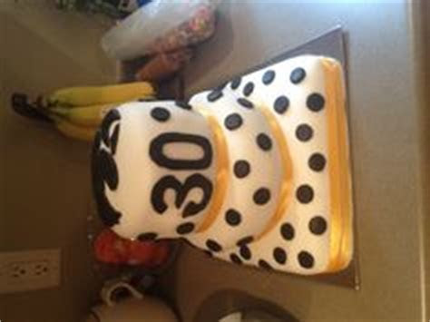 IOWA HAWKEYE CAKE AND CUPCAKES on Pinterest   Iowa