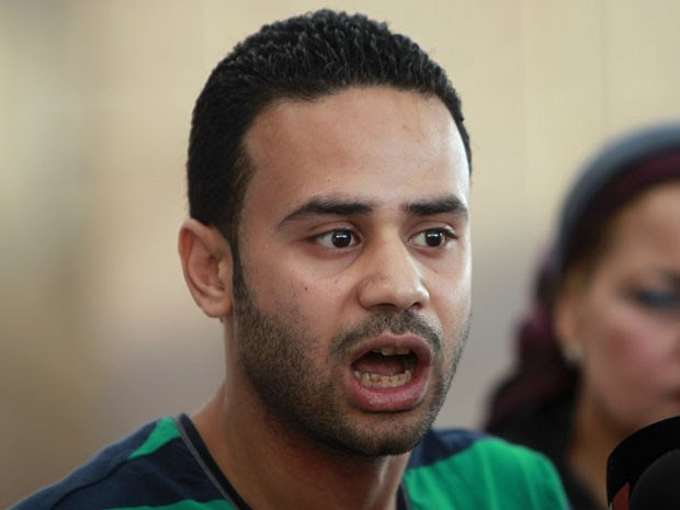 """Mahmoud Badr, um dos fundadores do movimento """"Rebelde Tamarud"""", durante uma entrevista coletiva no Cairo, em 29 de julho de 2013 (Foto: Reuters/Mohamed Abd El Ghany)"""
