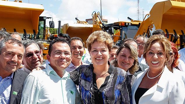 Presidente Dilma ao lado da governadora Rosalba Ciarlini (DEM) em evento no Rio Grande do Norte