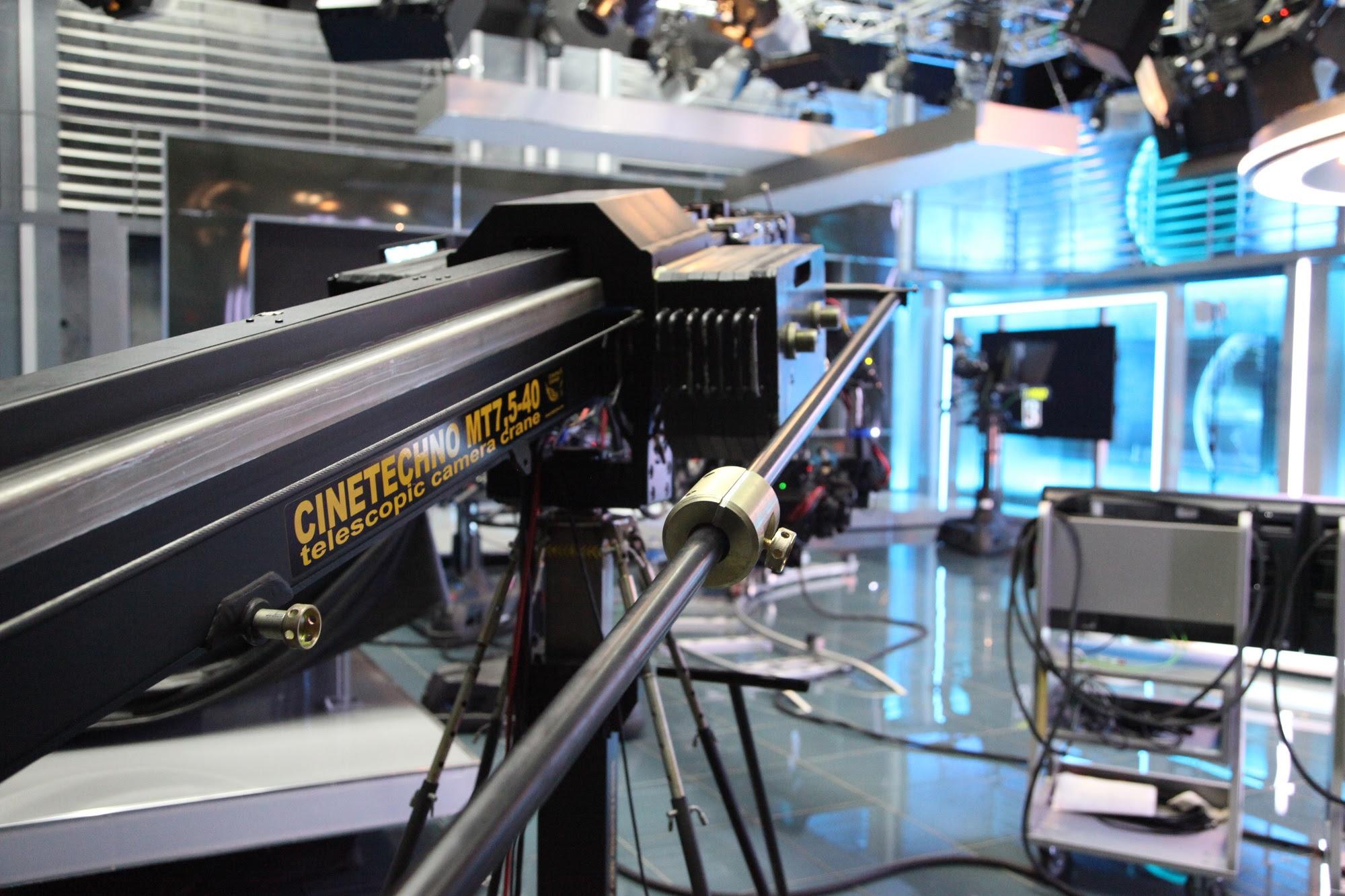 Телескопический кран CTG. Телекомпания «РЕН ТВ»
