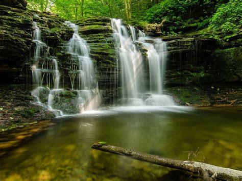 cascading forest waterfall multnomah falls oregon usa