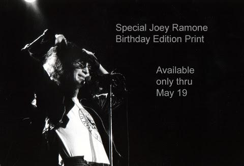 joey ramone and his hair 1977