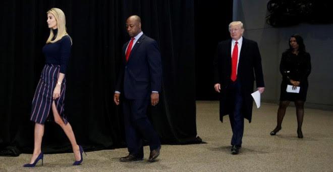 Ivanka Trump y su padre visitan este martes Museo de Historia y Cultura Afroamericana, en Washington.   REUTERS