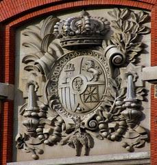 Real Academia Española. Escudo de la fachada a la calle Moreto. Madrid
