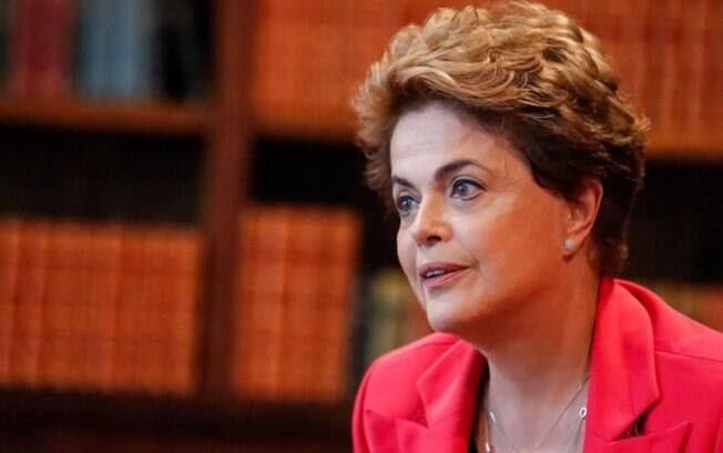 Dilma disse ainda que, caso volte à Presidência, seu governo irá tratar da relação entre inflação, juros e taxa de câmbio