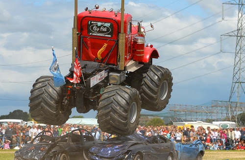 Monster Truck by gibbo07.