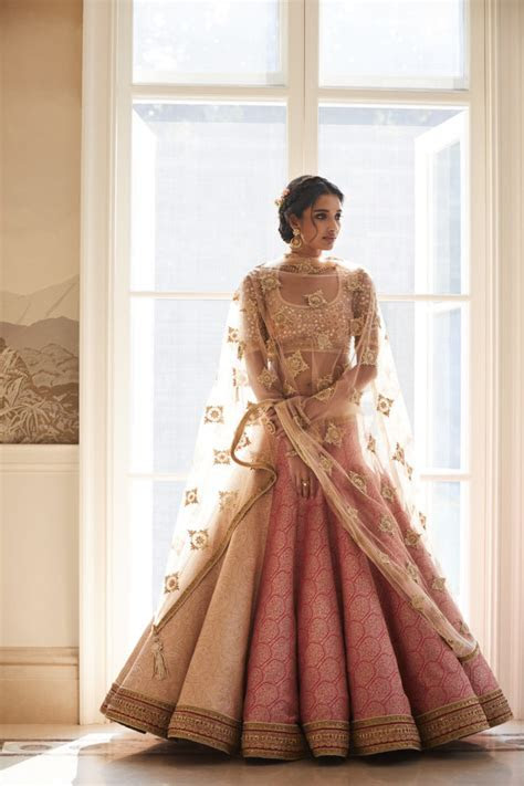 Pose In Gorgeous Tarun Tahiliani Couture: WMG Red Carpet