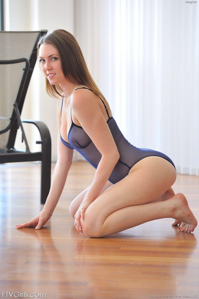 Hot Lingerie Babe On Her Knees from NaughtyLingeriePorn