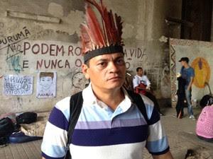 Francisco pulou o muro do canteiro de obras para ajudar os índios (Foto: Janaína Carvalho)