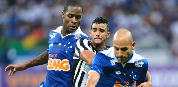 Entrosamento entre os zagueiros Dedé e Bruno Rodrigo ajuda a explicar bom rendimento da defesa celeste