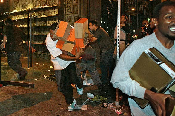 shoe-store-looted-los-angeles-lakers-riots