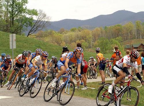 2008_tour_de_georgia_christian_vandevelde_trent_lowe_slipstream_brasstown_bald_mountain[1]