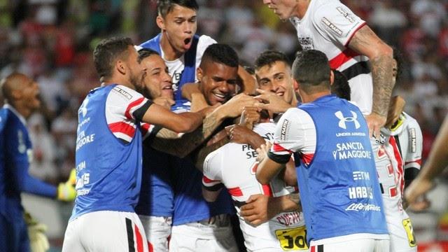 Isso, isso, isso: Chávez marca dois gols e São Paulo volta a vencer no Brasileiro