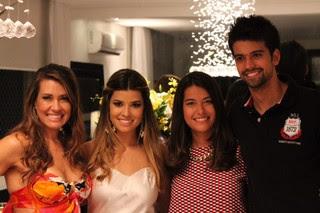 Solange Frazão com os três filhos: Thabata, Bruna e Lucca (Foto: Reprodução/Arquivo pessoal)
