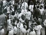 A atriz Lucélia Santos (de óculos escuros) aparece no meio da multidão no mesmo ato Leia mais