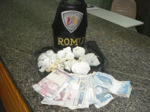 Foram encontradas 152 porções de cocaína (Foto: GCM de Sorocaba)