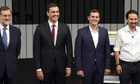 El presidente del Gobierno en funciones y del PP, Mariano Rajoy (i), el líder del PSOE, Pedro Sánchez (2i), el presidente de Ciudadanos, Albert Rivera (2d), y el secretario general de Podemos, Pablo Iglesias (d), en el plató momentos antes de iniciar el ú