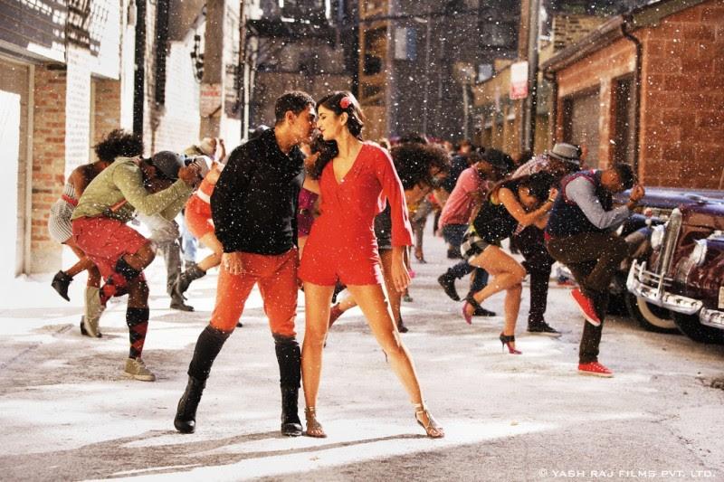 Aamir-Khan-Katrina-Kaif-Abhishek-Indian-Bollywood-Movie-Dhoom3-Wallpapers-Picture-8