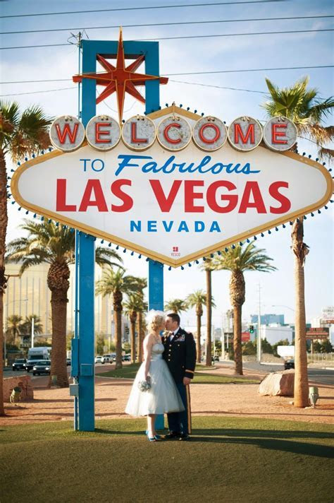 Retro Las Vegas Vow Renewal   Favorite Things on the Web