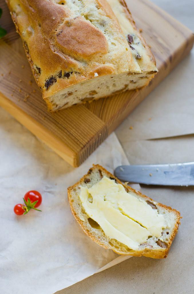 Kukeseenesai / Chanterelle bread