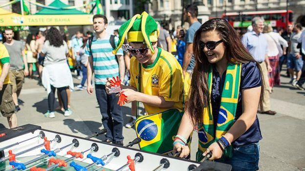 Brasileiros participam de evento no centro de Londres
