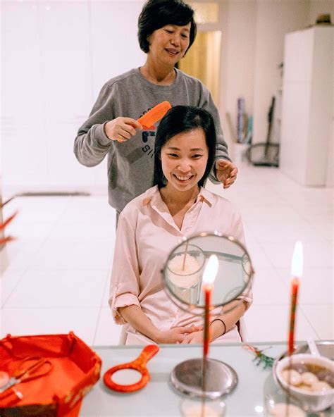 Chinese Tradition: Hair Combing Ceremony   Hong Kong