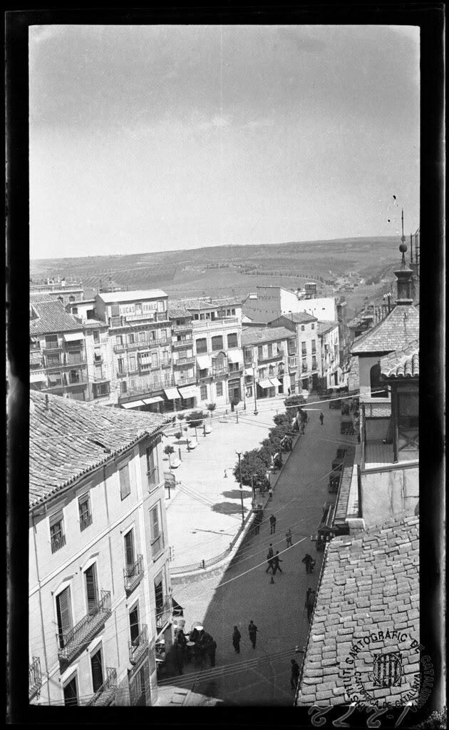 Zocodover visto desde el Alcázar en 1933. Fotografía de Gonzalo de Reparaz Ruiz. © Institut Cartogràfic de Catalunya