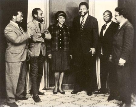 Rabat Kesha (ANC), Marcelino dos Santos (CONCP, FRELIMO), Amália Fonseca (CONCP, PAIGC), Nelson Mandela (ANC), Mário Pinto de Andrade (CONCP, MPLA) e Aquino de Bragança (CONCP) em Rabat, Marrocos, em 1962.