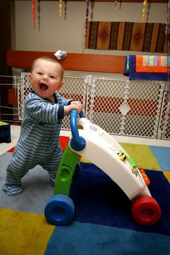 pushing the baby walker - _MG_6233