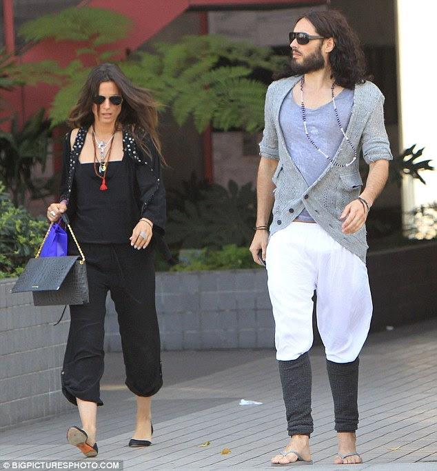 Menina nova de Russell: Katy ex e sua senhora novo mistério, saiu ontem em West Hollywood