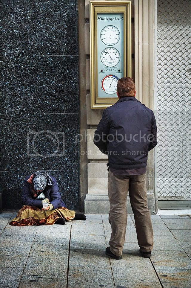 Portal de L'Angel, Woman Begging [enlarge]