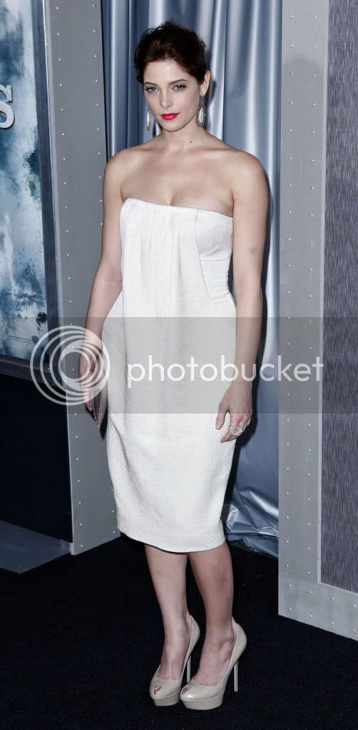 Celebrity Thumbs: Italian Model Anna Tatangelo in hot babes
