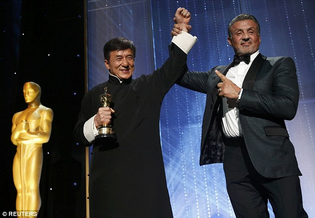 Game recognise game: Jackie Chan accepted anhonourary Oscar Award from Sylvester Stallone at the 8th Annual Governors Awards in Los Angeles on Saturday night