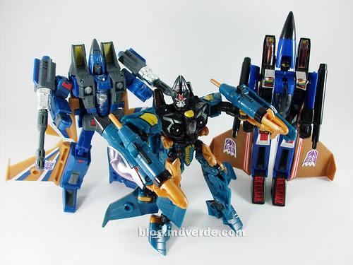 Transformers Dirge Deluxe RotF NEST vs Henkei vs G1 - modo robot