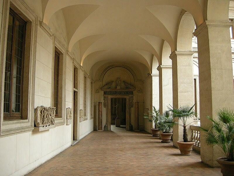 Palazzo altemps, cortile 04.JPG