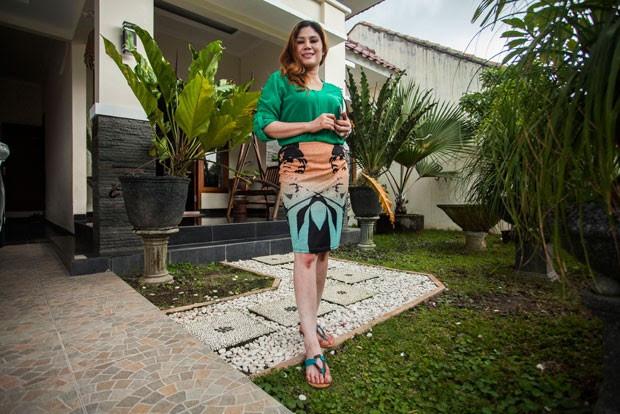 Site indonésio tenta vender casa e mulher disponível para casamento (Foto: Suryo Wibowo/AFP)