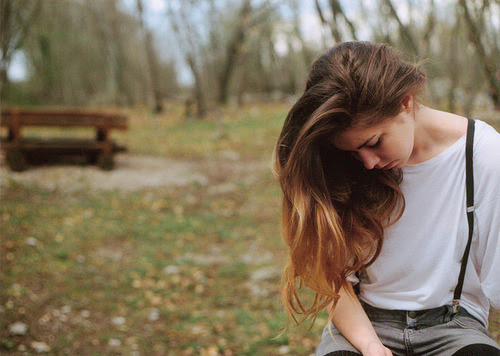 forgettinglovers:  Hoje eu preciso ouvir qualquer palavra tua, qualquer frase exagerada que me faça sentir alegria em estar vivo.