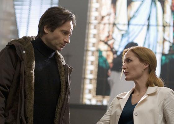 Os atores David Duchovny e Gillian Anderson em cena de Arquivo X - Eu Quero Acreditar, último filme sobre a série, feito em 2008