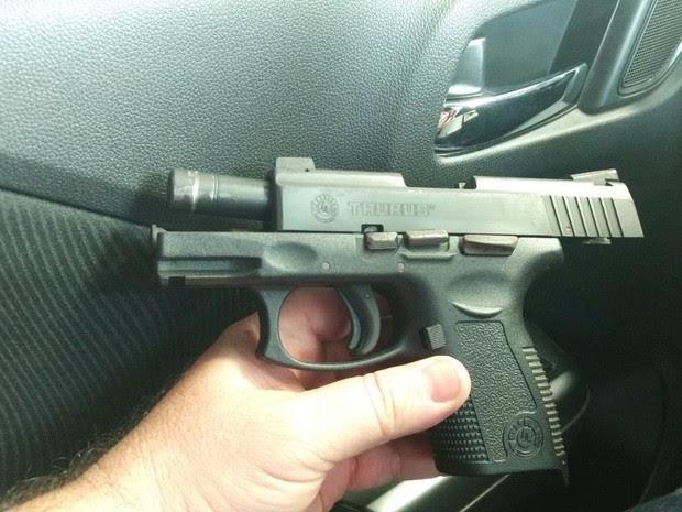 Segundo advogado responsável pela ação, a bala fica travada e a arma não dispara  (Foto: G1/RN)