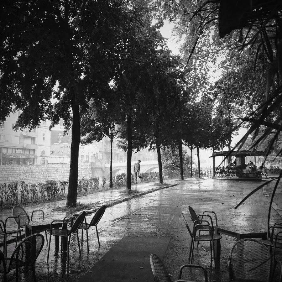 Un jour de pluie en Juin.  Sarajevo 2014 © Miri Berlin Photographie
