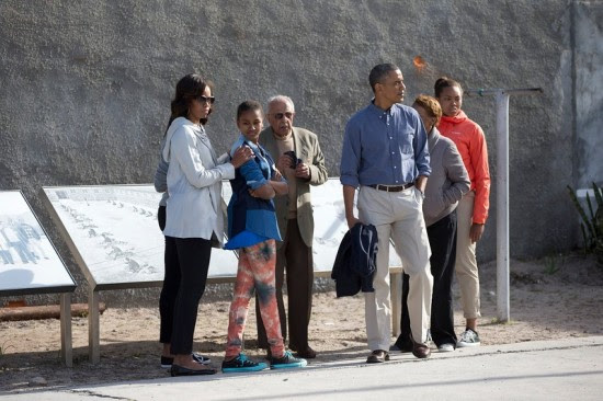 Barack Obama, Michelle Obama, Sasha Obama,  Leslie Robinson, Marian Robinson, Ahmed Kathrada