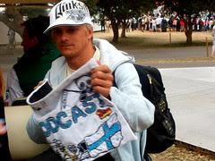 Heikki handing back the Sidepodcast banner :)