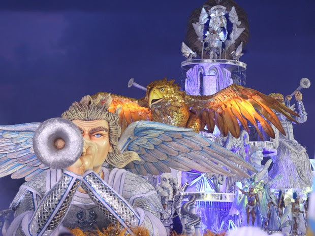 Carro abre-alas da Águia de Ouro (Foto: Raul Zito/G1)