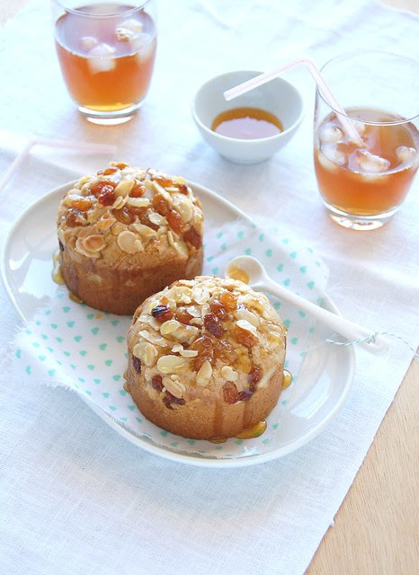 Chestnut cakes with raisins, almonds and honey