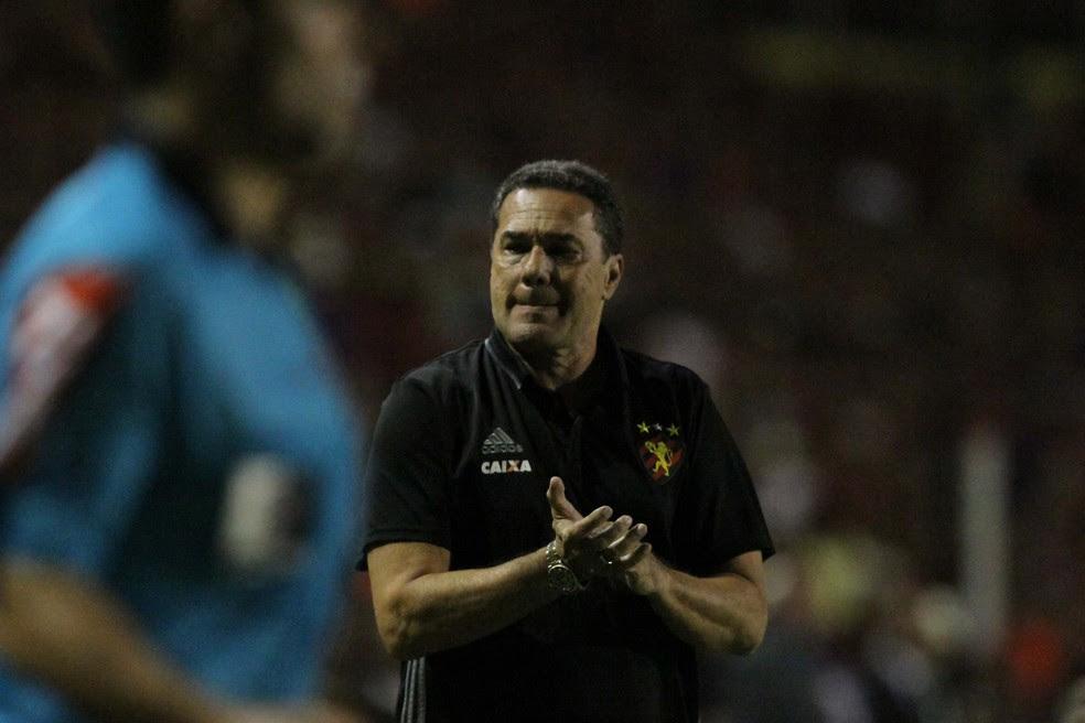Vanderlei Luxemburgo ficou satisfeito, mas ainda vê muito o que melhorar no time (Foto: Marlon Costa / Pernambuco Press)
