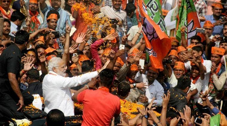 Eldely With No Fan : Helper to user narendra modi live