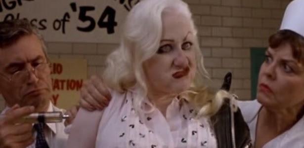 "Kim McGuire em ""Cry Baby"""