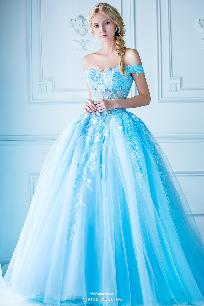 A jaw-droppingly beautiful blue ball gown from Digio ...
